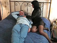 Brunette Italian wife goes to her paramour