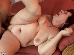 Curvy mom Hetty loves some naughty shlong penetration on the sofa