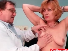 Thorough third degree be advantageous to her mature pussy apart from put emphasize doctor
