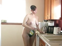 Chubby naked jail-bait cleans burnish apply kitchen