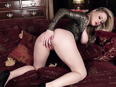 Brook Little with gigantic boobs and shaved pussy can not stop dildoing her slit