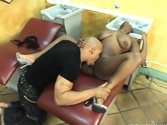 Ebony hairdresser squeezes her ass while he pumps her cunt raw