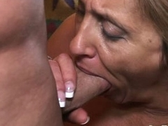 Simmering granny shows that she can still devote oneself to huge cock
