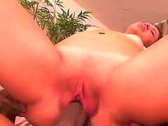 Teen Leenuh Rae feels great with mans throbber unfathomable in her fuck gap