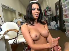 Oh, just stare at this hot beauty Rachel Starr performing nice handjob after becoming naked and you would feel aroused! See her kneeling and caressing fat rod so well!