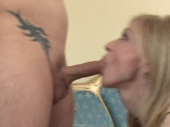 Blond mom Nina Hartley fills her hot face hole with a juvenile man's thick 10-Pounder
