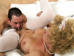 Blonde Effie with gigantic boobs asks her man to stick his meaty man meat in her mouth