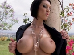 Dylan Ryder know how to seduce other by her huge melons