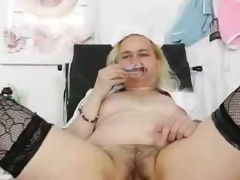 Fat mature nurse Elena masturbates