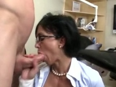 Nasty secretaries Jewels and Persia Pele suck and slobber on massive knob